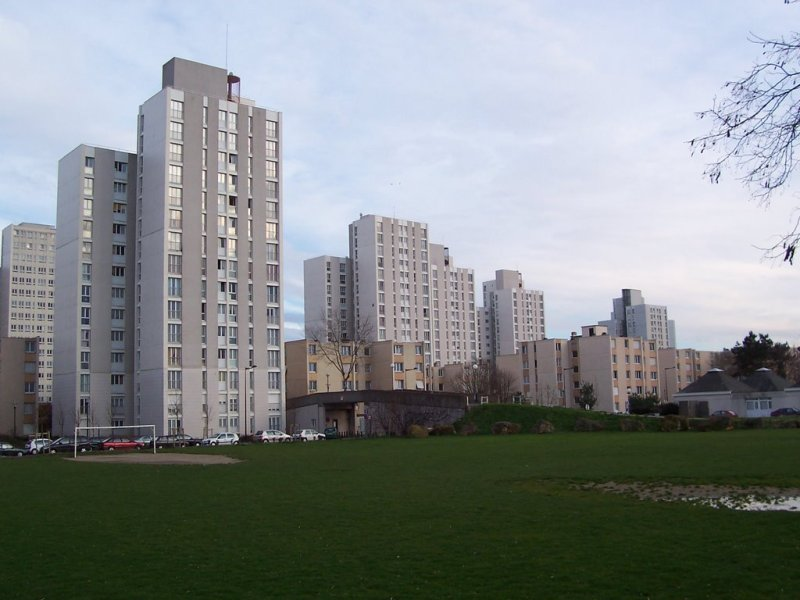 Les Ulis France  City new picture : Les Ulis: France's breeding ground