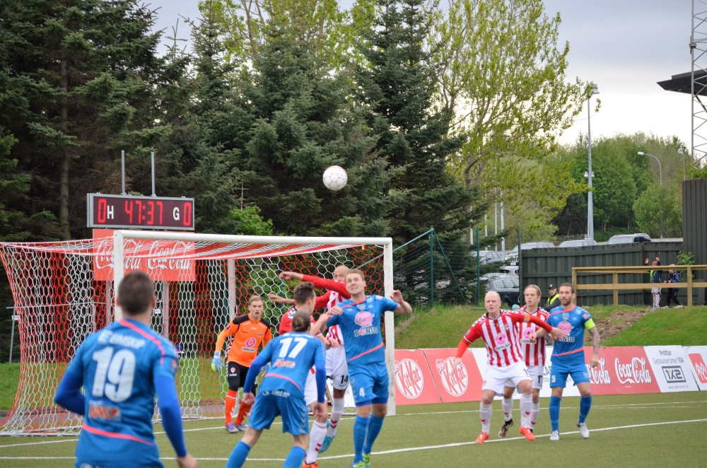 IBV in the blue shirts: Photo by Marc Boal